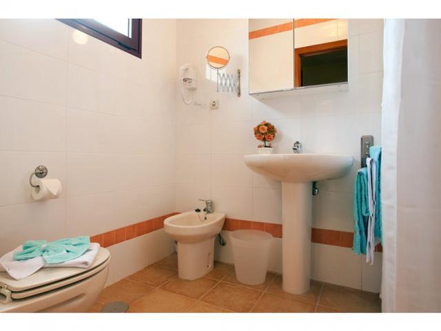 Bathroom 1 - Villas del Sol deluxe, Corralejo, Fuerteventura